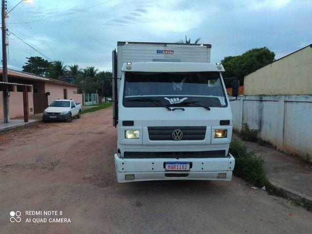 Vendo ou troco  caminhão 8 140 /99 - Foto 6