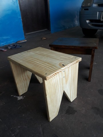 Banquinhos de madeira pinus rusticos 32 cm altura  - Foto 2