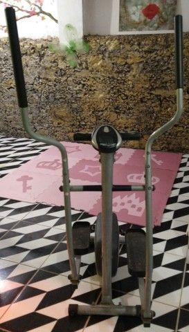 Equipamento de ginastica eliptico athletic works use em casa semi novo - Foto 3
