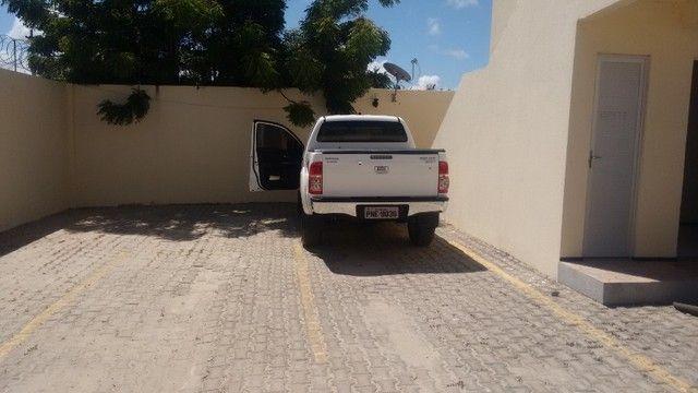 Kitinet um Quarto, Nascente, em Condomínio, com Vaga e ônibus na porta. Um mês de Caução. - Foto 4