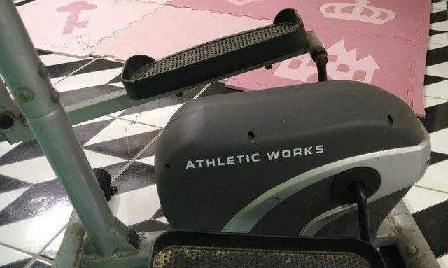 Equipamento de ginastica eliptico athletic works use em casa semi novo - Foto 2