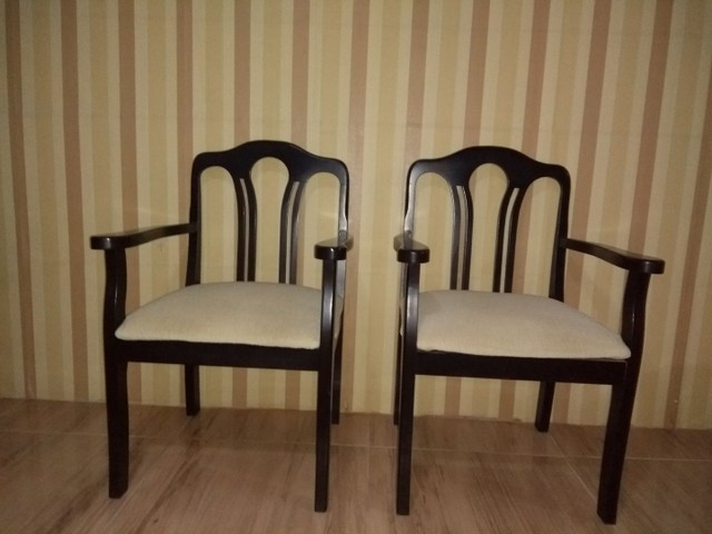 Duas cadeiras semi nova