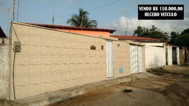 Vendo Casa em Itaitinga-CE com três quartos, centro