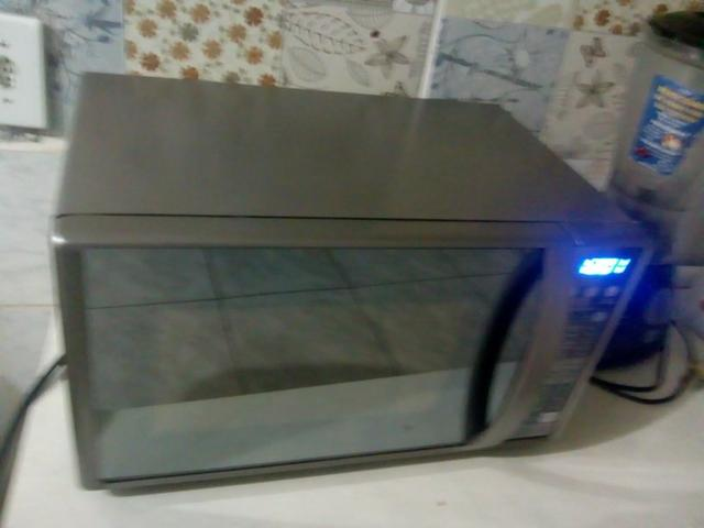 Vendo microondas Electrolux 2 meses de uso - Foto 2