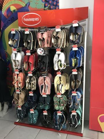 Vendo 3 gôndolas de Havaianas ou sandálias em geral