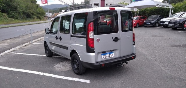 FIAT DOBLO ESSENCE 7LUG 1.8 16V Prata 2019/2020 - Foto 3