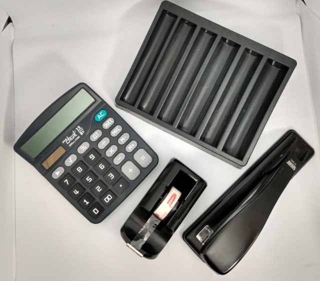 Lote Escritório: grampeador, porta fita adesiva, calculadora e porta moedas - Foto 2