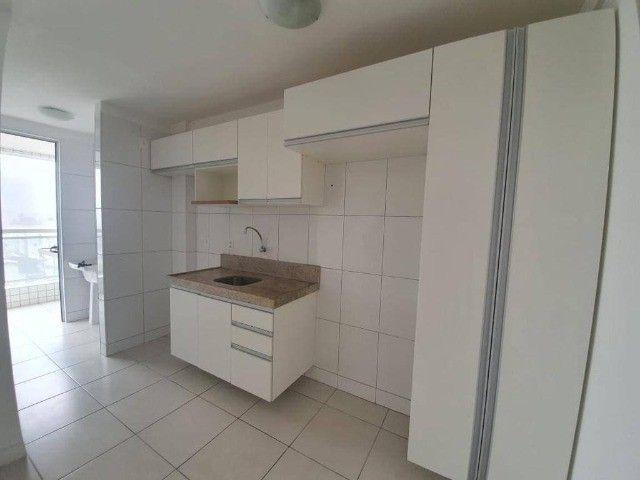 AB294 - Apartamento com 03 quartos/varanda ampla/ 02 vagas - Foto 3