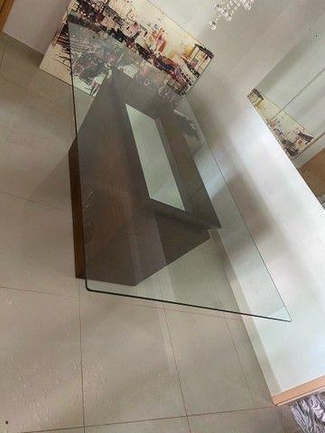 Vendo mesa de vidro com base de madeira  - Foto 3