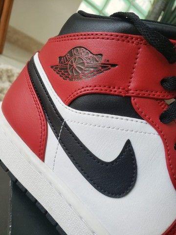 Nike Air Jordan 1 Mid Chicago Black Toe - Foto 2