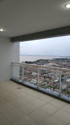 Aluga-se apartamento com 3 suítes, varanda com ótima vista para Baía do Guajará - Foto 10