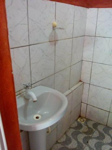 Aluga-se quarto com banheiro e mini cozinha!