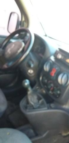 Vendo ou troca uma doblo 2003completa ar condicionado gelando sensor de ré - Foto 2
