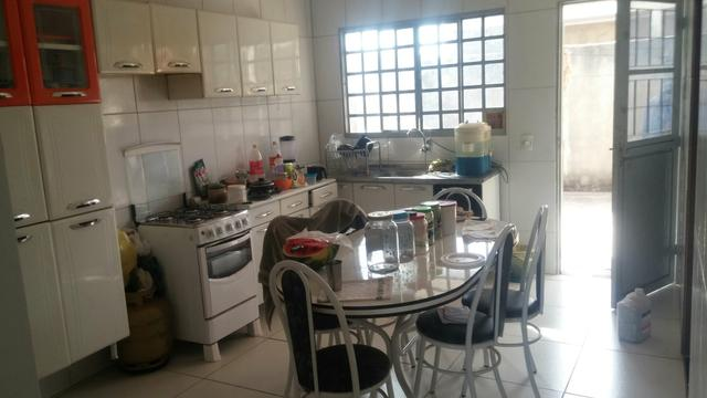 Ótima Casa 3 quartos com suíte, laje + Kitnet nos fundos lote com 300 me de - Foto 8