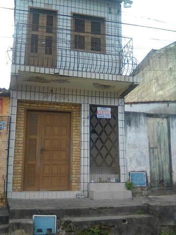 Casa duplex no centro de Cascavel (CE)