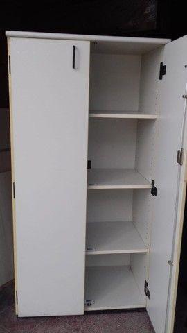 Armário Madeira Usado 2 portas - Foto 2