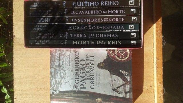 Box 6 livros crônicas saxônicas + 7° livro - Foto 2