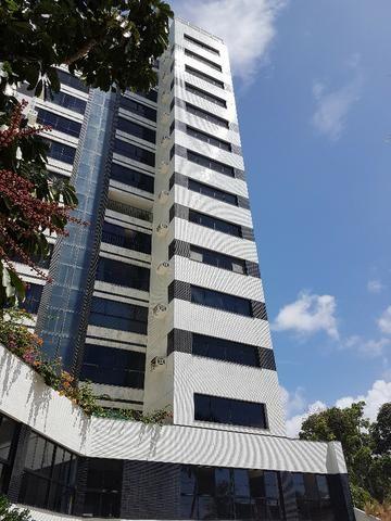 Maravilhoso apartamento na avenida Beira Mar, completamente reformado, com 3 suítes
