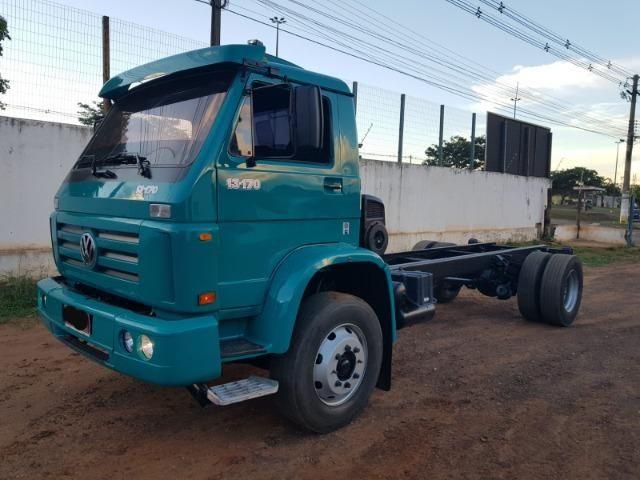 Caminhão volkswagen 13170 4x2 ano 2000 /6 cc cummins - Foto 2