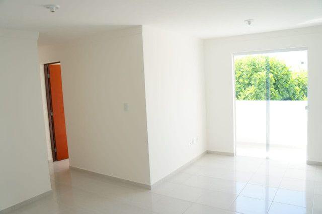 Apartamento com 03 quartos bem localizado no Bairro do Jardim Cidade Universitária