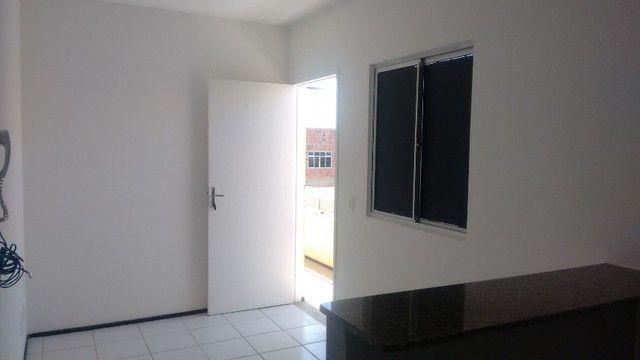 Kitinet um Quarto, Nascente, em Condomínio, com Vaga e ônibus na porta. Um mês de Caução. - Foto 15