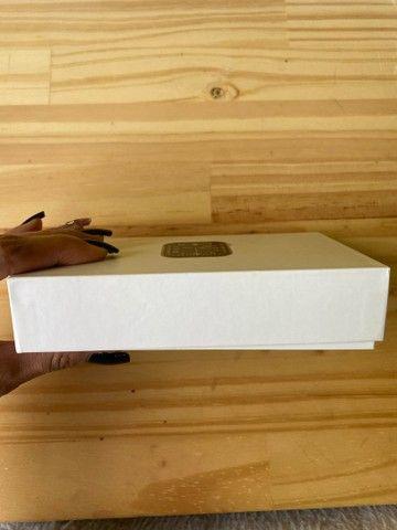 Smart watch na caixa rosé