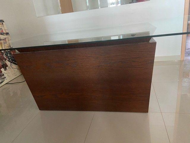 Vendo mesa de vidro com base de madeira  - Foto 4