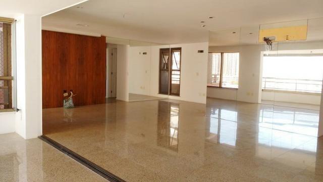Ed Lucca apartamento amplo e ventilado com localização privilegiada - Foto 2