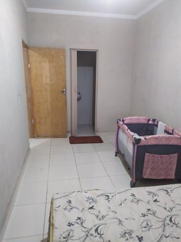 Vendo ou troco casa, 2 quartos 1 suite,garagem, sala, quintal, banheiro, cozinha e etc - Foto 2