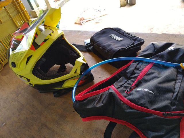 Capacete asw mais mochila de hidratação e bolsa de ferramentas  - Foto 3