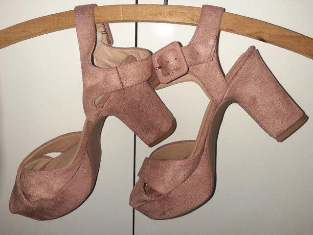 Sandálias diversas tamanho 35 - Foto 2