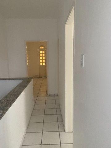 Alugo casa casarão serve p comercio ou moradia - Foto 10