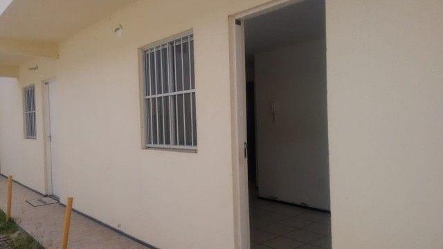 Kitinet um Quarto, Nascente, em Condomínio, com Vaga e ônibus na porta. Um mês de Caução. - Foto 11