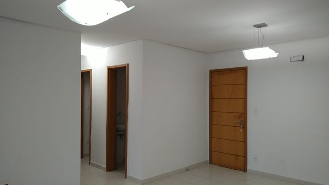 Aluga-se apartamento com 3 suítes, varanda com ótima vista para Baía do Guajará - Foto 4
