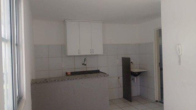 Kitinet um Quarto, Nascente, em Condomínio, com Vaga e ônibus na porta. Um mês de Caução. - Foto 12