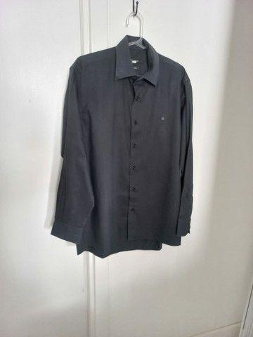 Camisa social marca Ângelo Bertoni.