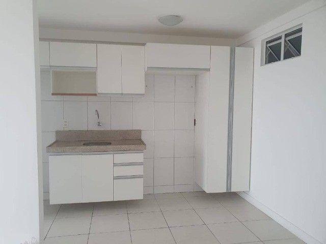 AB294 - Apartamento com 03 quartos/varanda ampla/ 02 vagas - Foto 2