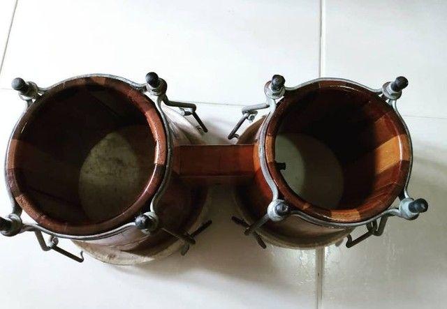 Bongô de madeira e pele animal. - Foto 3