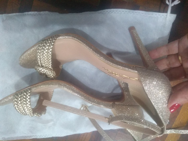 Vendo sandália e vestido