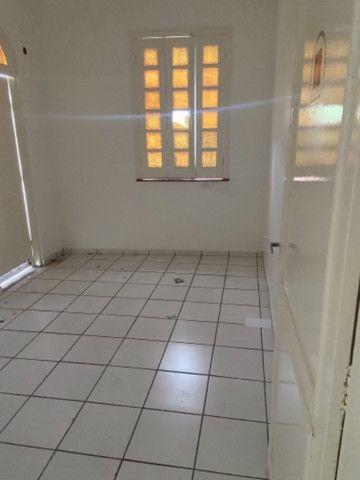 Alugo casa casarão serve p comercio ou moradia - Foto 5