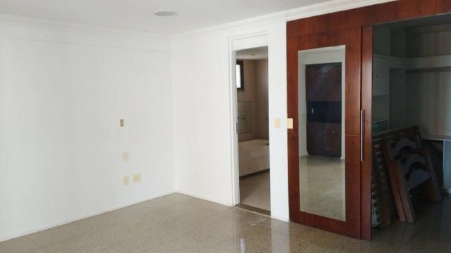 Ed Lucca apartamento amplo e ventilado com localização privilegiada - Foto 8