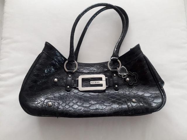 39a53e295 Vendo Bolsa Guess Preta - original - estado de nova