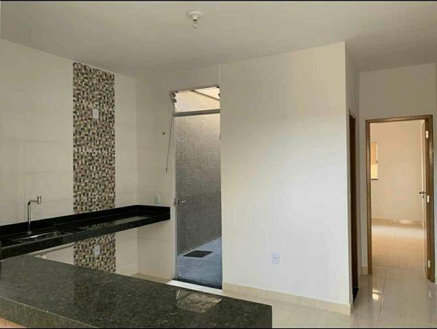 Casa 2 quartos, linda!! Acabamento alto padrão, Sala com pé direito duplo - Foto 3