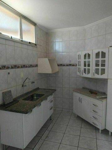 Vendo ou troco, apartamento em condomínio tranquilo e seguro. - Foto 2