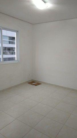 Aluga-se apartamento com 3 suítes, varanda com ótima vista para Baía do Guajará - Foto 12