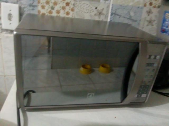 Vendo microondas Electrolux 2 meses de uso