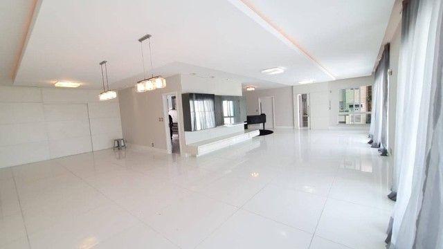 AB318 - Apartamento amplo com 04 suítes/fino acabamento/Vista mar