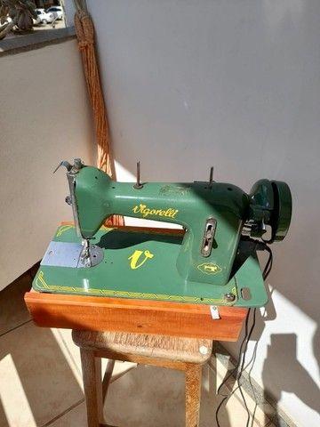 Maquina de costura Vigorreli com motor elétrico - Foto 2