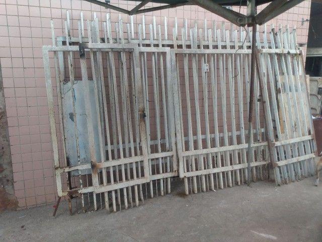 Portão grande e grade - Foto 2