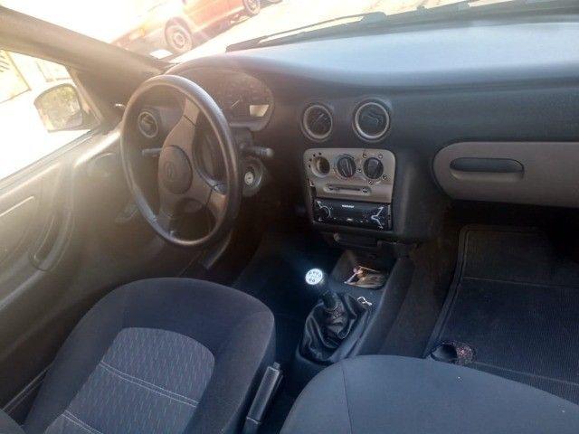 Celta 2003 com 4 pneus zeros  - Foto 8